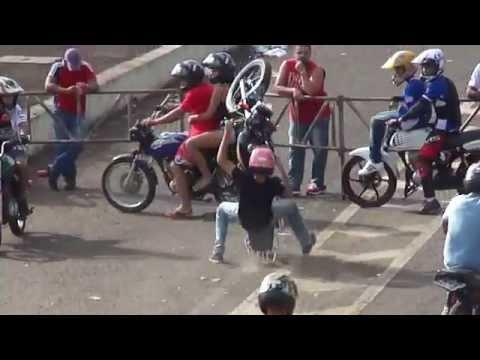 AUTO GIRO 2014 Manobras Motos Freestyle Wheeling Empinando Grau Autodromo De Campo ...