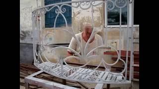 видео Решетки на окна кованые с выносом от окна.