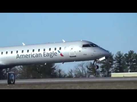 American Airlines, American Eagle, CRJ-900 Closeup Takeoff (MHT)