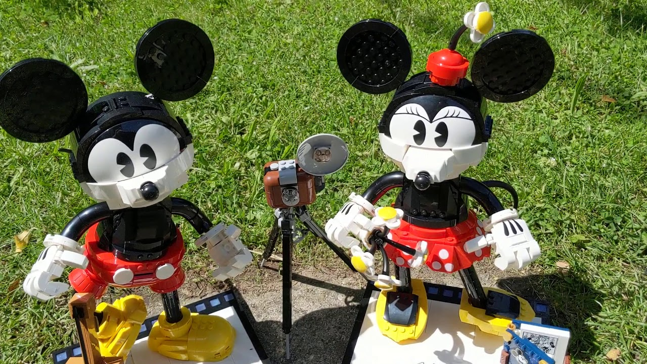 Small correction: Review LEGO Disney 43179 Mickey Mouse and Minnie Mouse