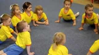 """Стретчинг """"Утенок"""" Физкультурное занятие для детей средней группы."""