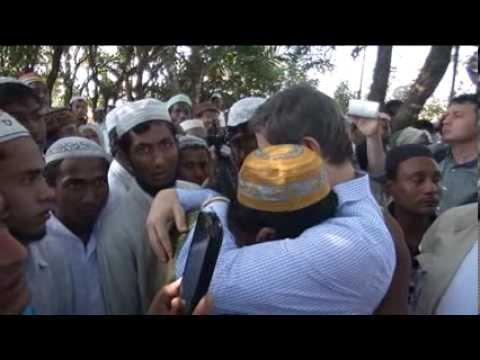 Rohingya Müslümanları Davutoğlu'nu gözyaşlarıyla karşıladı
