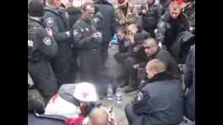 Окруженецы МВС в Плену Майдана 20-02-2014 Видео уникально и единственно(время 09-40 примерно., 2014-02-21T18:55:32.000Z)