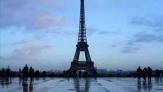 Mireille Mathieu - Sous le ciel de Paris(le ciel de Paris, S'envole une chanson. Elle est nee d'aujourd'hui Dans le coeur d'un garcon. Sous le ciel de Paris, Marchent les amoureux. Leur bonheur se ..., 2008-06-18T10:04:00.000Z)