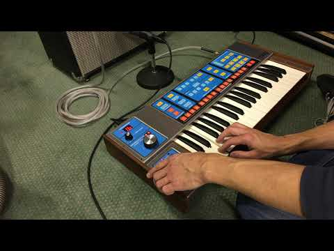 Moog Source Demo Vintage Synthesizer 1980's Monophonic Synth