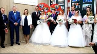 Молодоженам устроили свадебный бал на площади Хабаровска