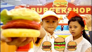 Koki Cilik Main Masak Masakan | Bonus Jadi Pedagang Burger Di Playground | Mainan Anak Seru