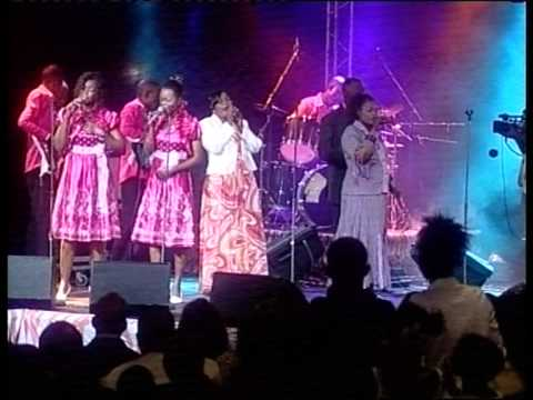 "KUNDA SISTERS "" Live Au Salon Congo "". à Kinshasa..."