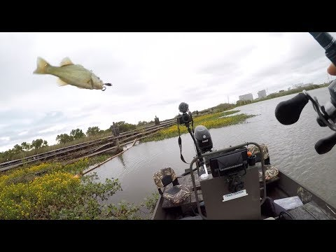 CLOSE COMBAT bass fishing at mouth of Mississippi River