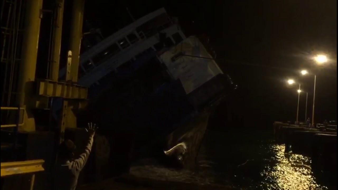 kapal feri bocor, penyebrangan lembar - padangbay