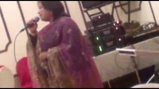 singer shipra mahajan live song aao huzur tumko sitaro me le chalu