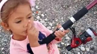 """Gerçek olta ile balık tuttuk """"yok tutmayı denedik """" yine beceremedik ::)) Eğlenceli çocuk videosu"""