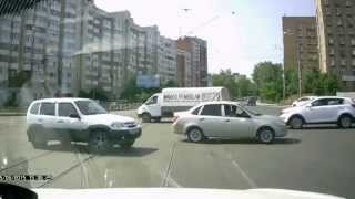 Opel по встречной и на красный! Самара городок