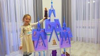 Настя нашла под ёлкой ПОДАРОК Куклы и волшебный мерцающий замок Холодное Сердце 2