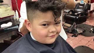 Víctor con su nuevo corte de cabello