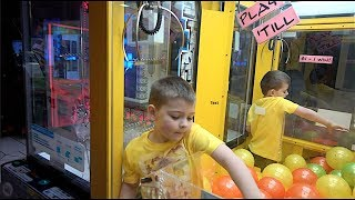 KID CLIMBS INTO CLAW MACHINE!!!!