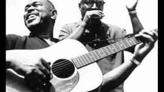Sonny Terry & Brownie Mcghee - Climbin' On Top Of The Hill