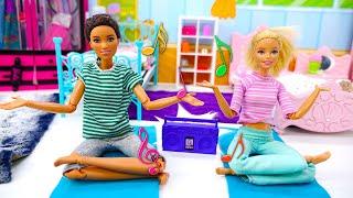 La matinée de Barbie. Vidéo pour les filles. Le monde des poupées