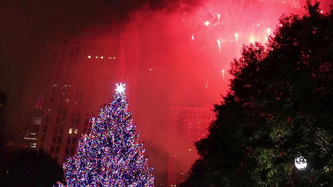 Chicago 105th Christmas tree lighting in Millennium Park ...