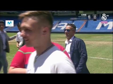 Dani Ceballos takes to the Bernabéu pitch!