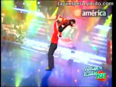 Melissa Loza y Christian Dominguez bailan La Quebradita ...