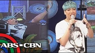 It's Showtime: Vice Ganda falls off chair on 'Showtime