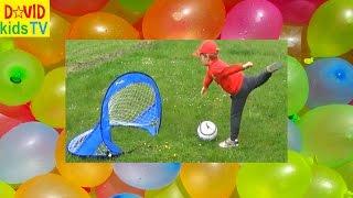 ►Играй как Бэкхем! Давид играет в футбол и делает водные бомбочки Football and Waterbomb fun