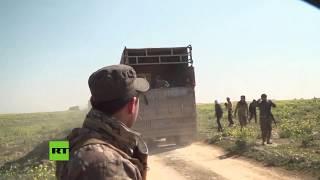 Civiles abandonan el último enclave del Estado Islámico en el este de Siria
