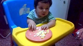 Comiendo Huevo Duro