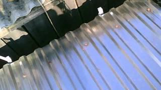 64# Życie zwyczajnego rolnika - Fragment nakrywania dachu blachą