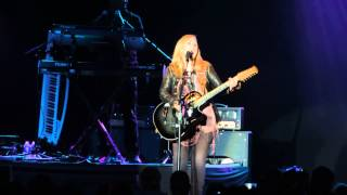 Melissa Etheridge performing I want to come over
