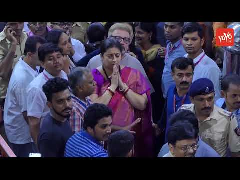 Union Minister Smriti Irani Visits Lalbaugcha Raja For Ganapathi Darshan 2017 | YOYO TV Channel
