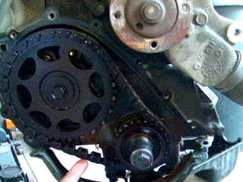 Checking the timing chain on the Jeep Cherokee Classic engine 40