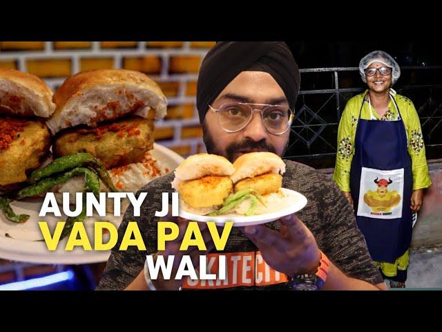 Vada Pav wali Aunty Ji in Delhi NCR | Mumbai Street Food