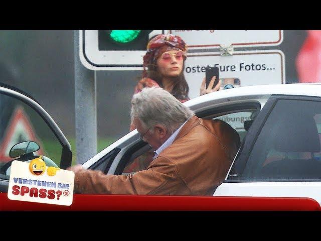 Der hat`s verdient: Verrückte Fahrstunde mit Joyce Ilg   Verstehen Sie Spaß?