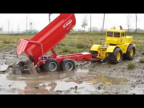 Спецтехника - трактор К-700 с самосвальным прицепом.
