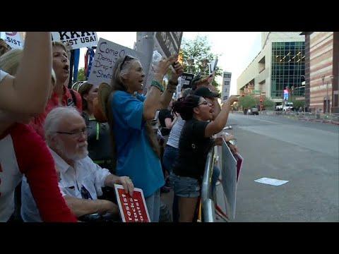 Phoenix police use tear gas on Trump protesters