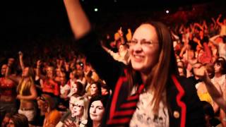 Glee The 3D Concert Movie - Raise Your Glass Cast Perfomance