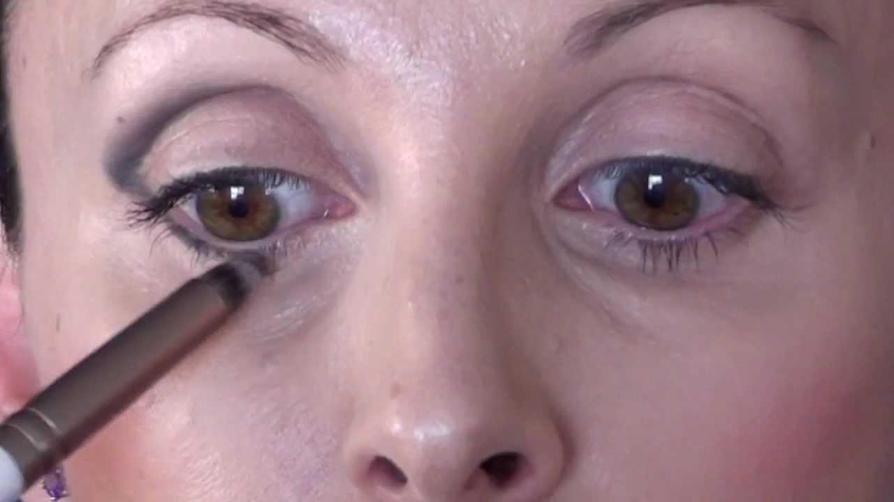 MGDmakeup] Cómo dar inclinación y profundidad al ojo - YouTube