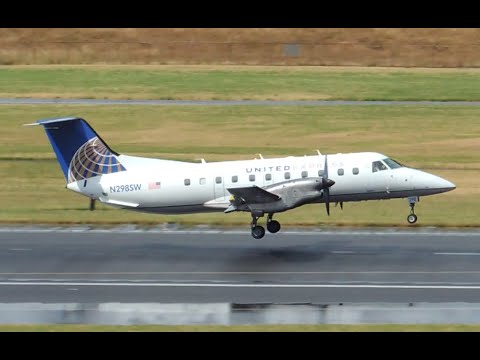United Express (SkyWest) Embraer EMB-120 [N298SW] takeoff from PDX
