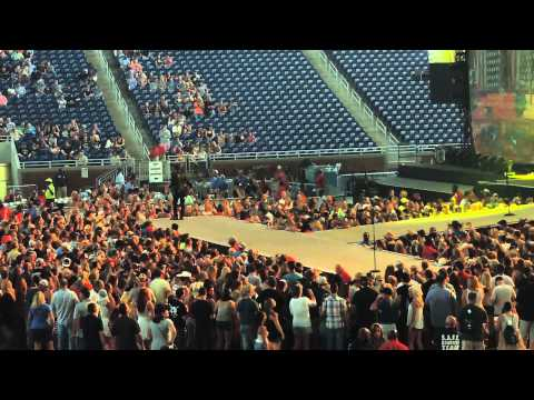 Old Dominion-Beer Can in a Truck Bed-Ford Field-Detroit, MI-The Big Revival Tour-8/22/15
