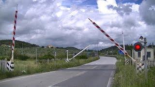 Spoorwegovergang Riparbella (I) // Railroad crossing // Passaggio a livello