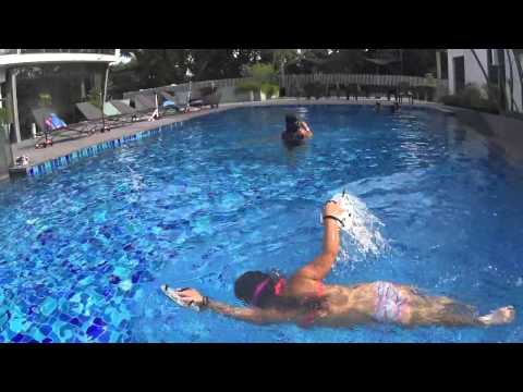 AMAZING Little Girl Can Swim Freestyle At 4 Years Old!