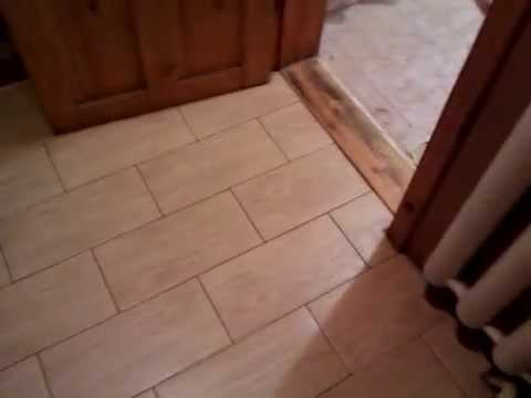 Что лучше класть в коридоре : плитку или ламинат? Плюсы и минусы .