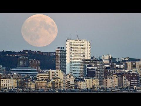Кровавая луна... Предвестник несчастий или просто отблеск солнца?