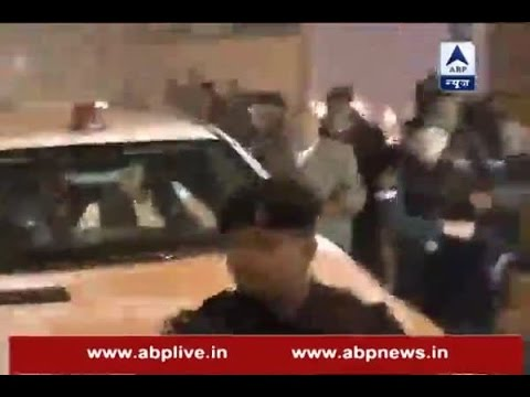 Jan Man: Akhilesh Yadav steps out of official residence to reach his new home post expulsi