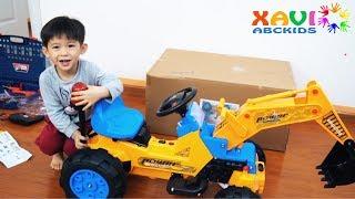 Xavi Assembling Excavator for kids