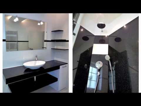 Designorientiertes Duo In Edlem Weiß Und Elegantem Schwarz. Badgestaltung
