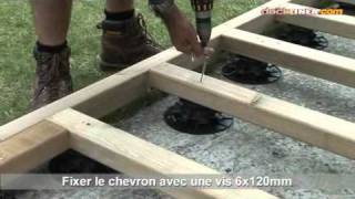 Watch now professionelle montage einer holzterrasse - Terrasse bois sur plots reglables ...
