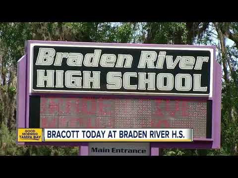 Bra-less student calls for school 'bracott' thumbnail